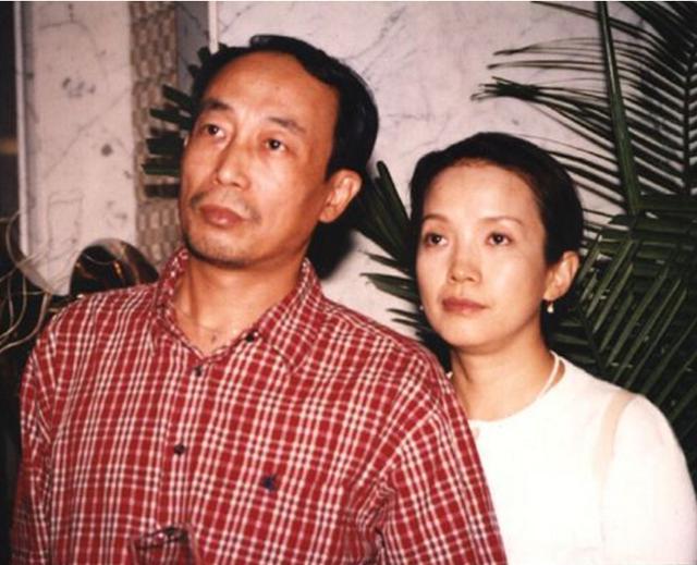 吕丽萍大摆宴席庆59岁生日,三婚丈夫罕见现身,儿子张博宇送祝福