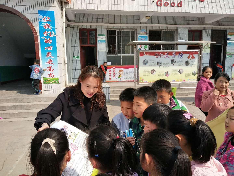 """灵宝市向阳巷社区开展""""食品安全""""进校园宣传活动"""