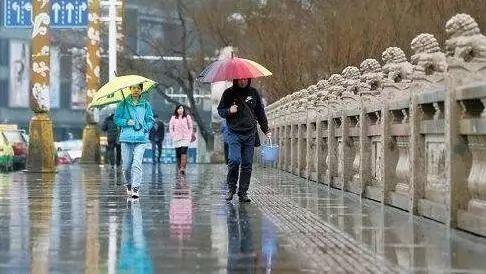 新疆中到大雨+冷空气+大降温来袭!气温狂降12℃,部分地区连下4场雨!