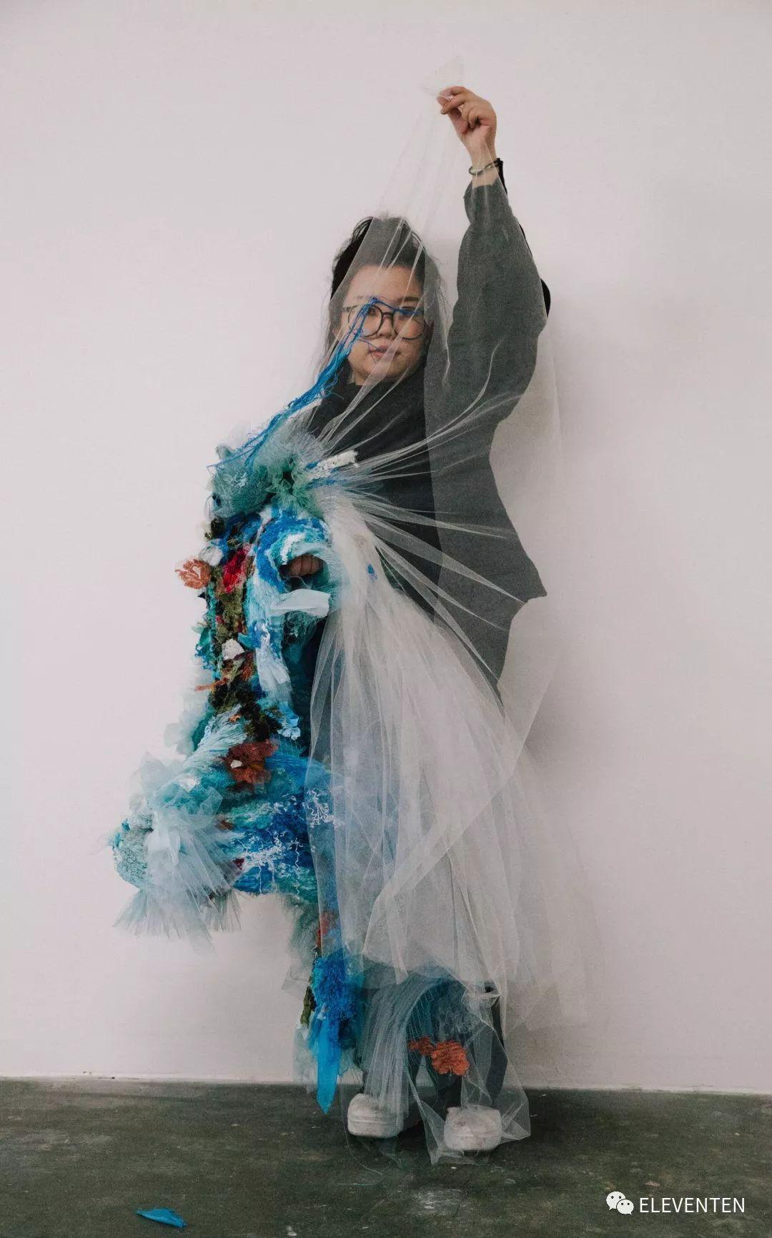 帕森斯圣马丁毕业生Caroline Hu | 相信美丽与诗歌力量的时装浪