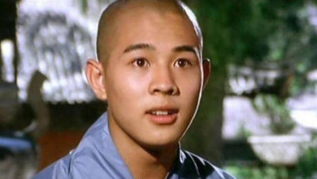 李连杰前往香港捐款100万,状态不错打破患重病传闻!