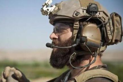 打仗时士兵为什么要戴耳机? 里面能听到什么? 专家: 不戴就没命了