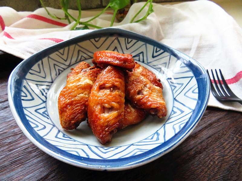 鸡翅这样做不用一滴油,表皮酥香,