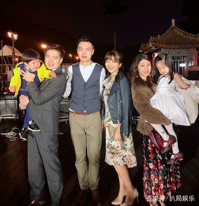 林志颖弟弟林志鑫一家四口外出度假