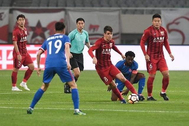 中超 上海上港vs重庆斯威