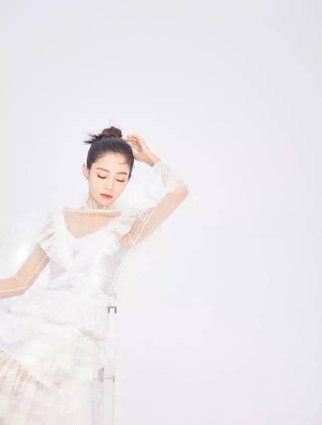 出演《延禧攻略》一炮而红,今穿白色渔网轻纱长裙,美到骨子里