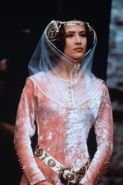 法国最漂亮的性感女神52岁又活成了世上最美的脸色