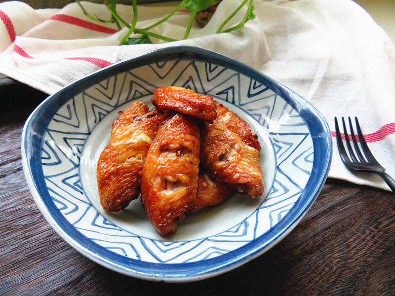 鸡翅这样做不用一滴油,表皮酥香,肉质鲜嫩,女儿一口气吃8个!(图2)