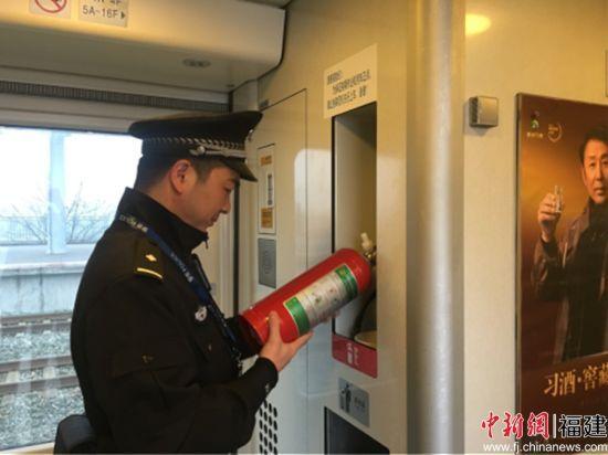 清明小长假首日 列车安全乘警来保障