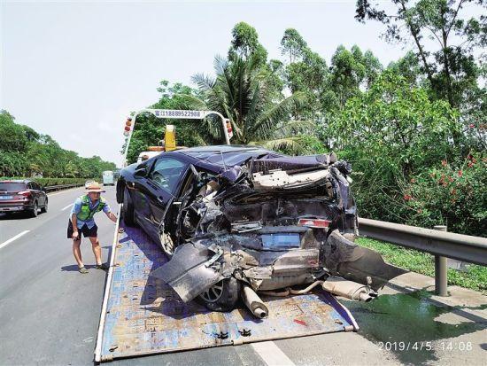 G98環島高速澄邁段一客車追尾轎車 1死5傷