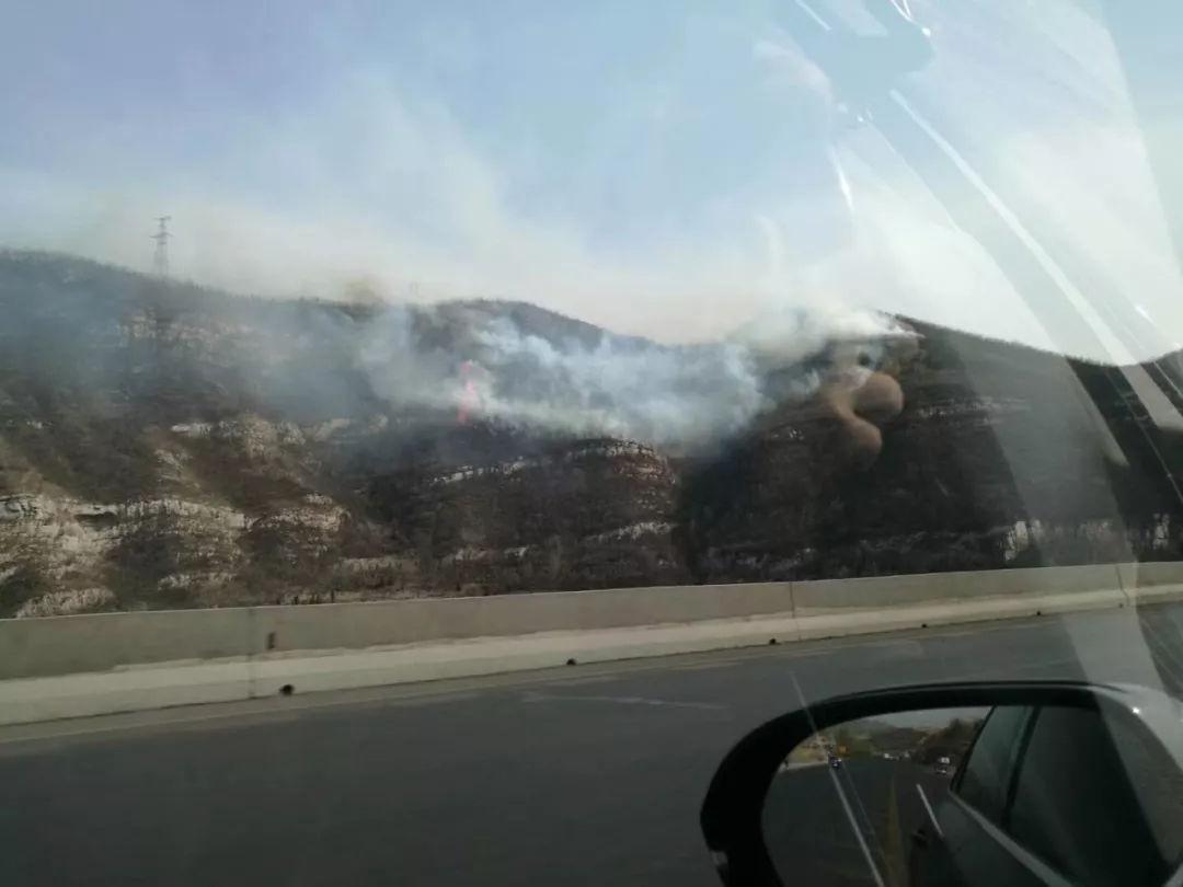 <b>清明假期首日,山西高速公路护坡、山林出现火情</b>