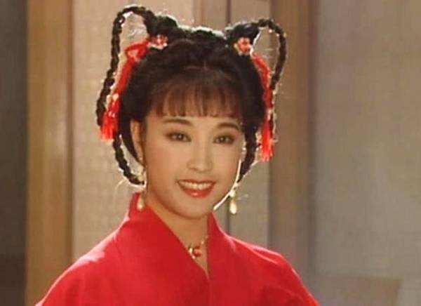64岁的少女专业户刘晓庆,衣品终于正常了,这才是64岁该有的气质