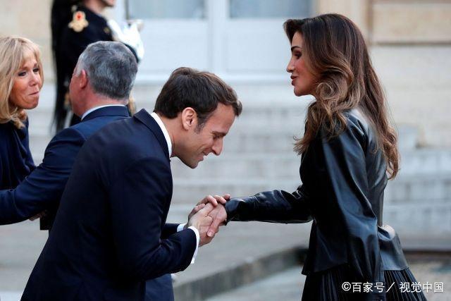 全球最年轻王后拉尼娅出访,全身黑衣展现优雅气质,曾为苹果员工