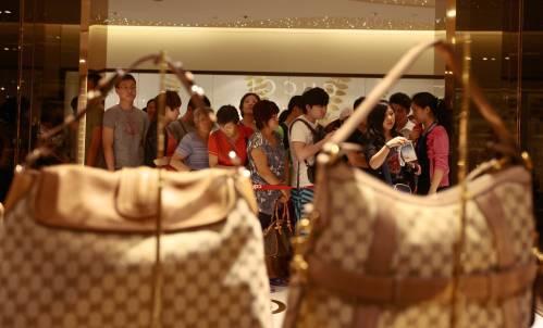 又一波!中国奢侈品降价风潮真来了?
