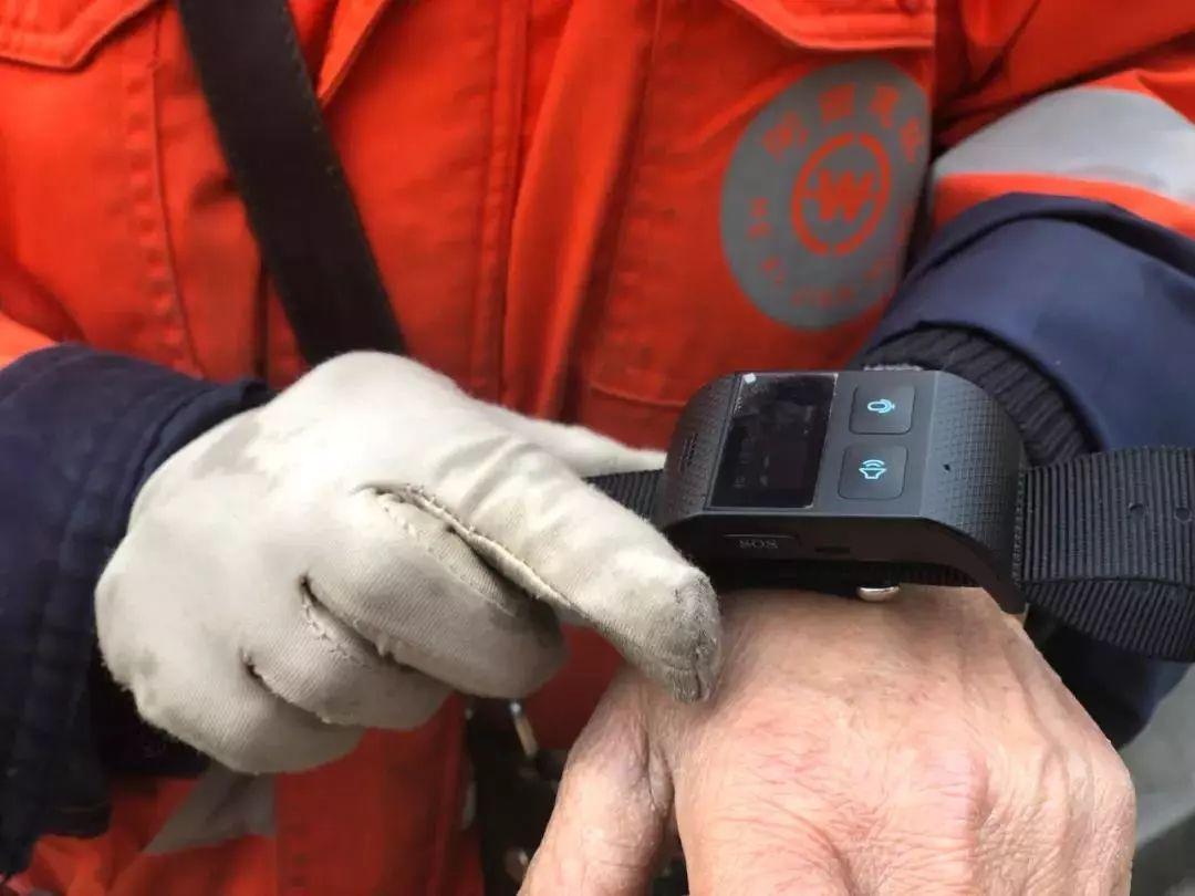 环卫工要戴智能手表,停一会就报警……网友:新版周扒皮
