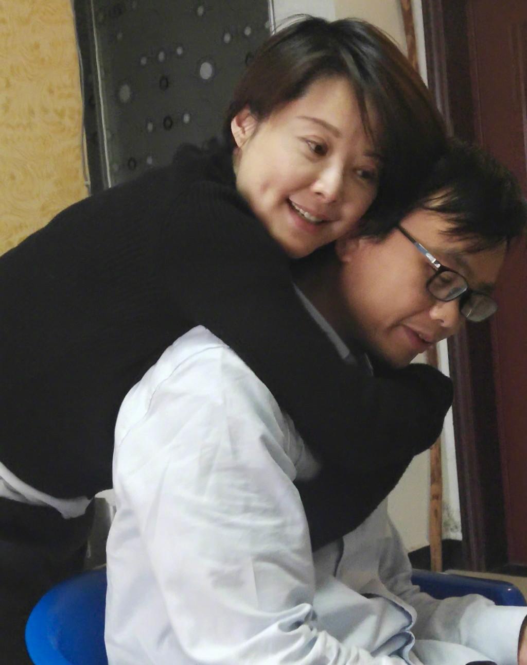 袁立曾在采访中回应被邓婕打耳光传闻,称邓婕是... _手机网易网