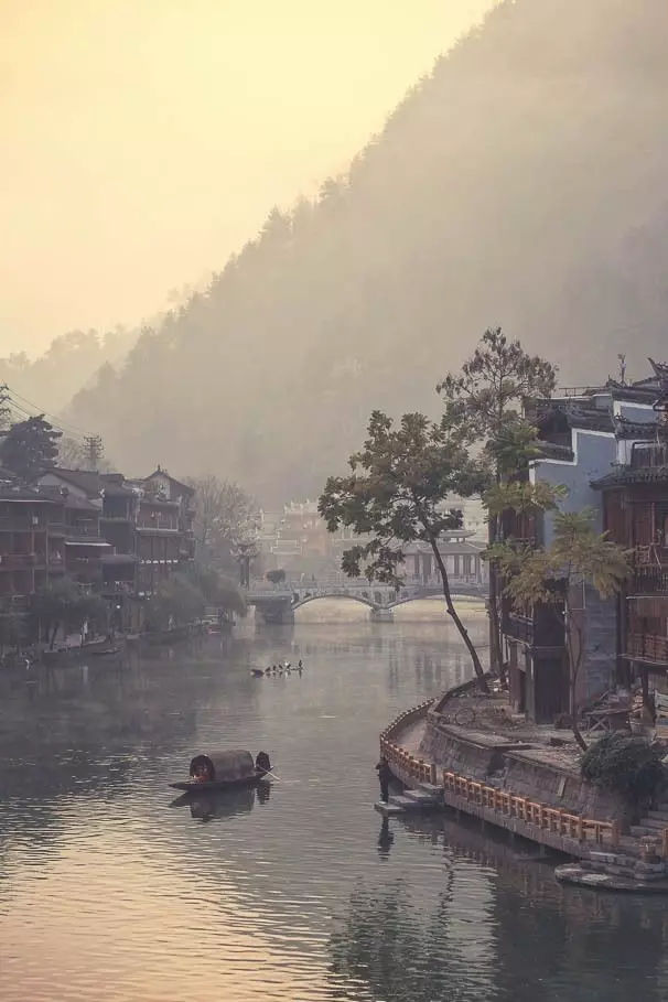 这些不温不火的古城小镇,着实美得惊艳世俗,绝美的世外桃源