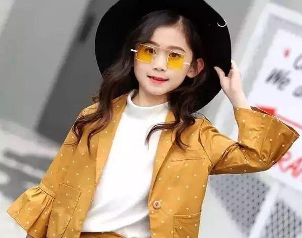 OL风的西装套装,小女生穿起来更显幽默可爱