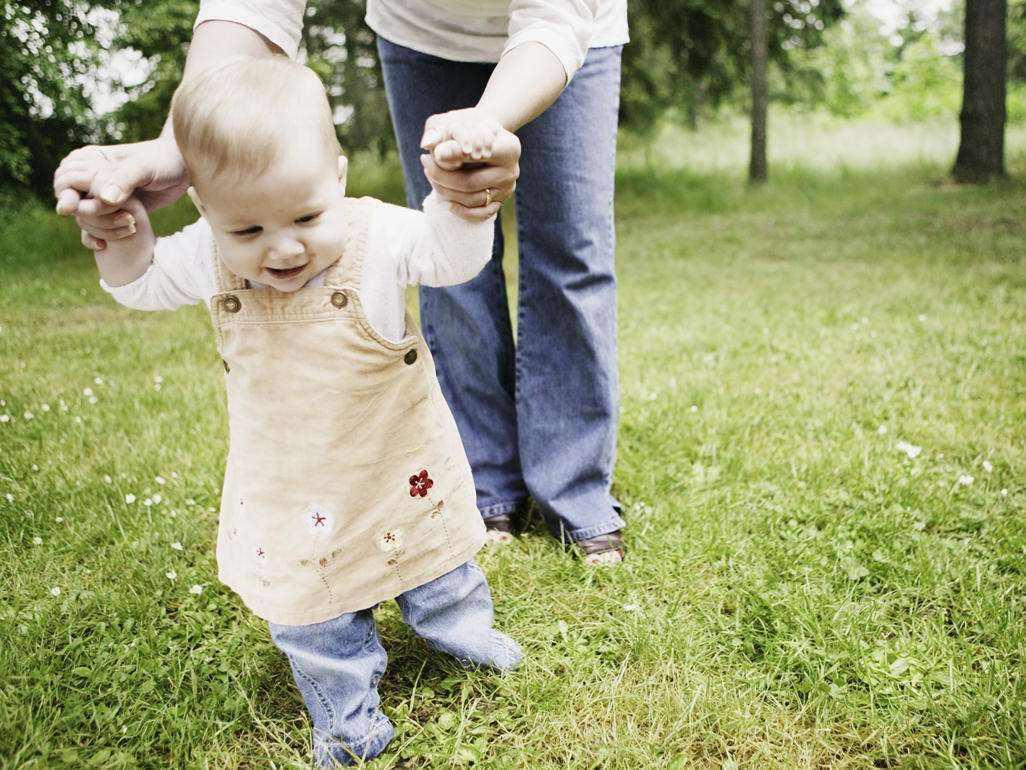 """孩子走路早晚能看出智商高低?兒科醫生這麼說,你傢多大會走路_寶寶"""""""