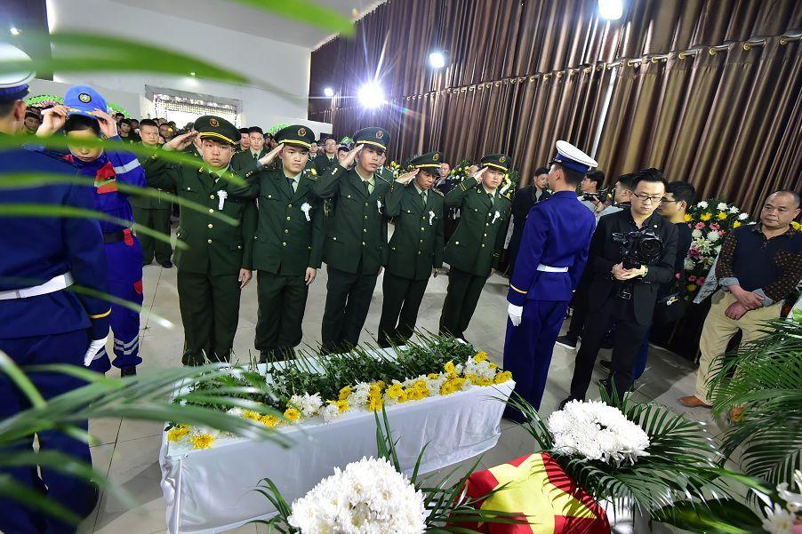 赣州籍烈士古剑辉回家了 现场万人泪奔