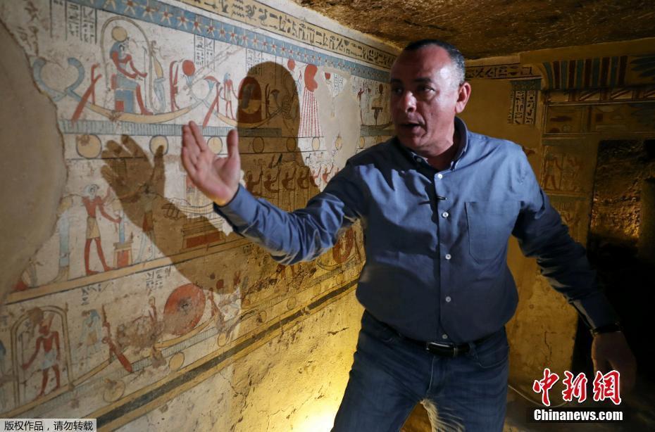 埃及发现托勒密王朝古墓 保存完好装饰精美