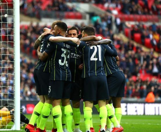 曼城三线高歌猛进,利物浦能否拿到自己渴望已久的奖杯?