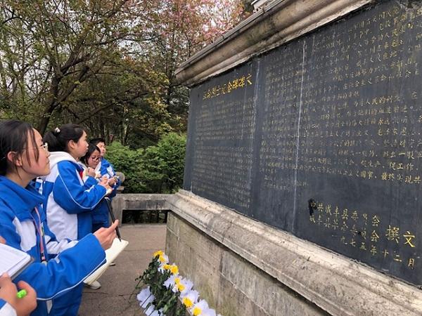 咸丰县多地开展清明祭祀英烈活动 组稿