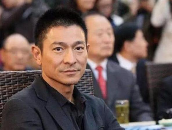 香港电影颁奖礼,刘德华获杰出贡献奖,直言想当导演请找我