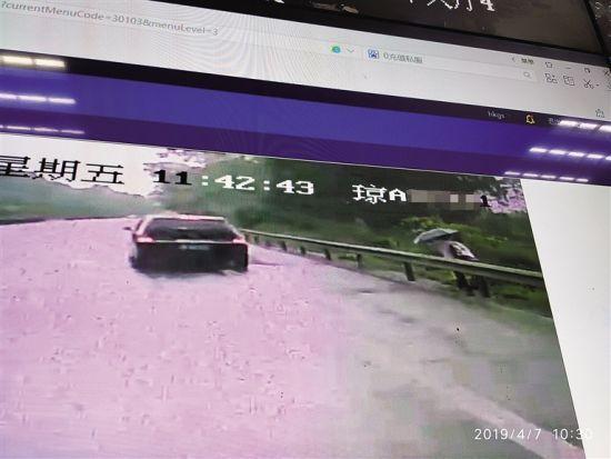 客车追尾轿车1死5伤 乘客:被撞车高速路上停车拉客