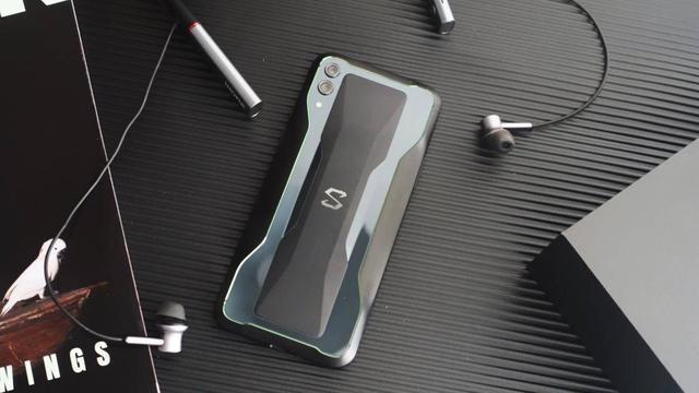 这可能是看片最爽的手机,黑鲨游戏手机2深度体验