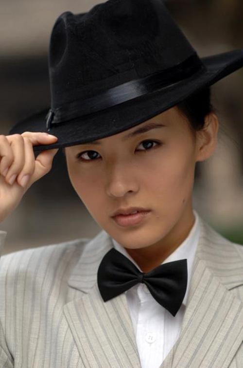 古装反串看腻了,看看林青霞、陈瑶、唐嫣的民国爷们造型超