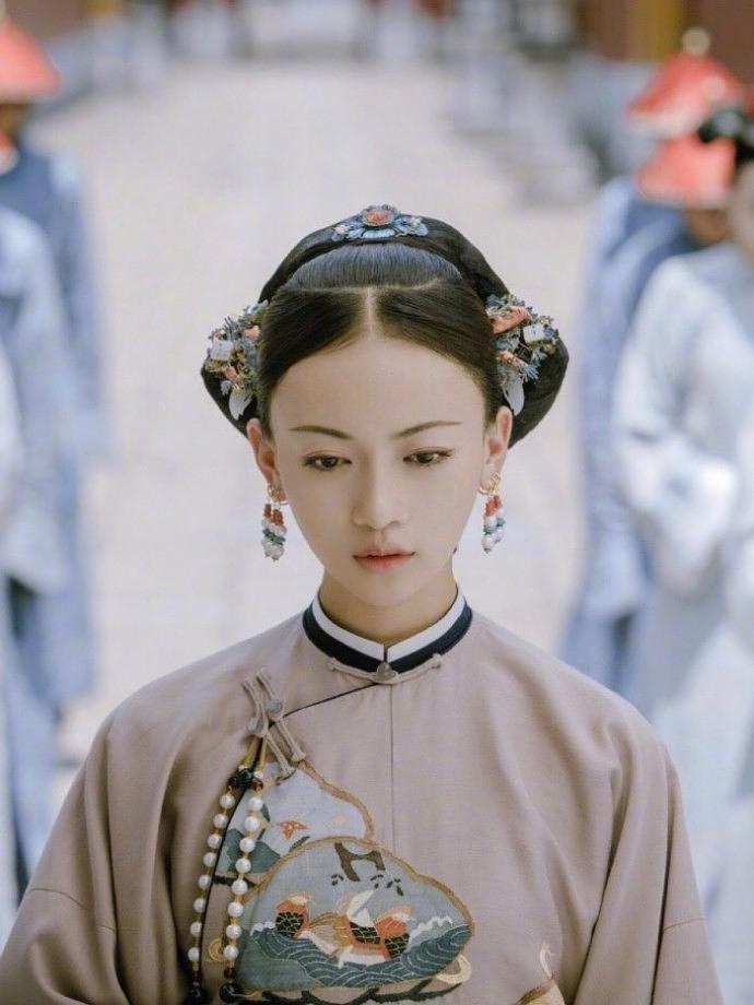 迪丽热巴加苏菲玛索中外女神齐聚北京影戏节红毯