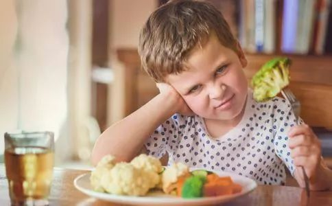 别再逼孩子吃饭了,你的善意可能是对孩子的伤害!