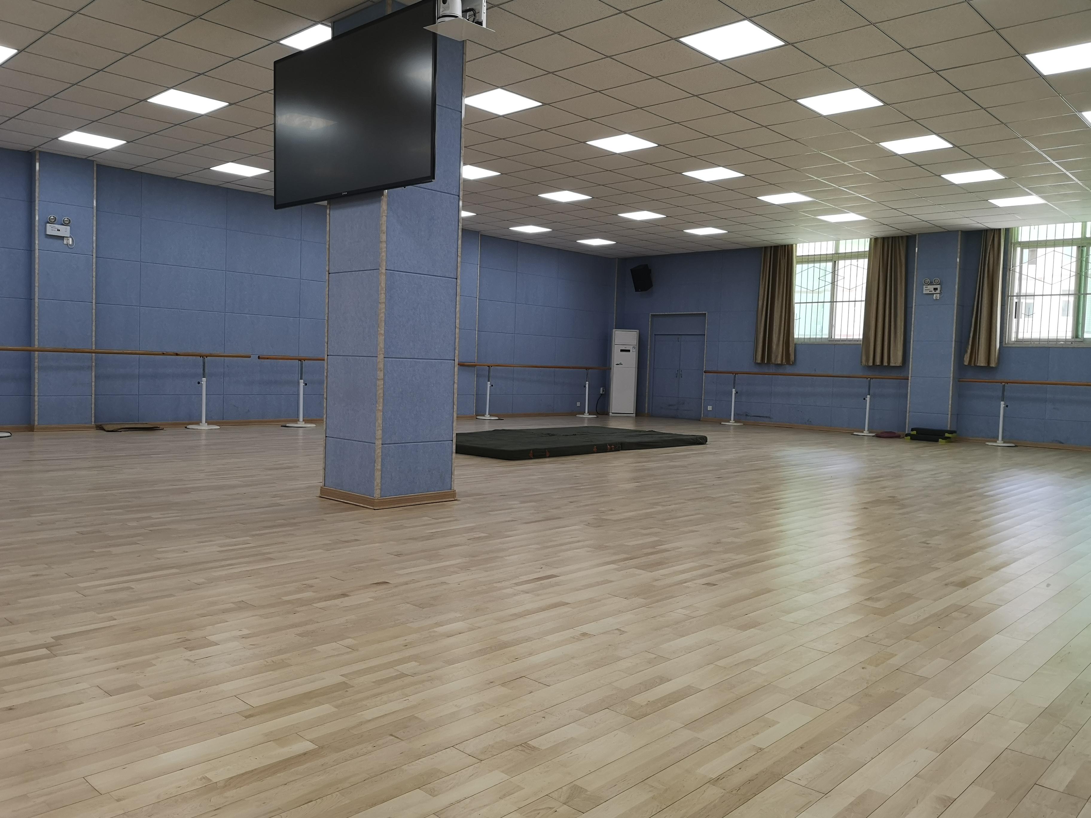 舞蹈教室是采用用PVC地板,还是选择实木运动地板呢