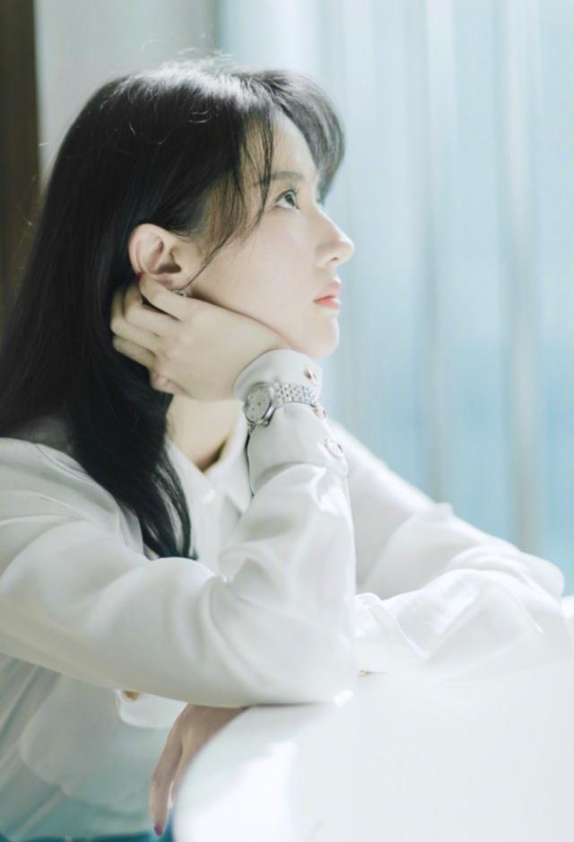 """刘亦菲的腰已经够细了,还要再围5圈""""腰带"""",网友:逼死普通人"""