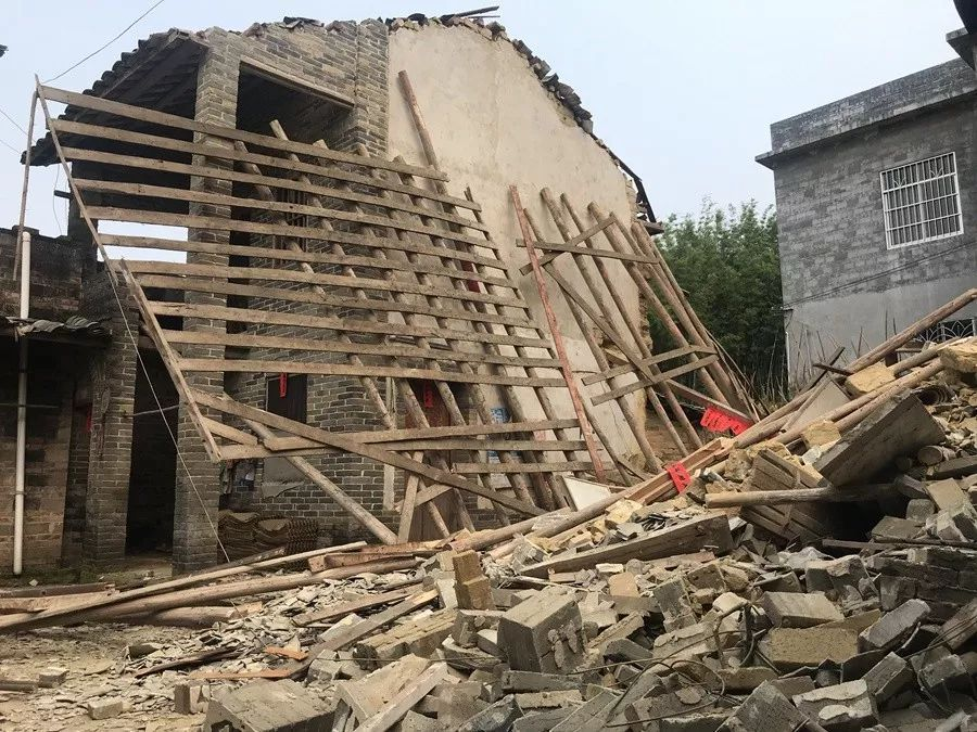 干得漂亮!玉林一范文徒手倒塌,几名高中生轰然入党高中生房屋自传图片