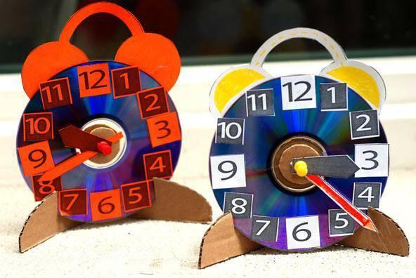 准备材料:各色水彩笔,时钟 制作步骤:根据作息时间把时钟分成一块块