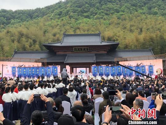 蘭亭書法節紹興開幕 千人云集曲水畔重溫蘭亭經典_文化名城