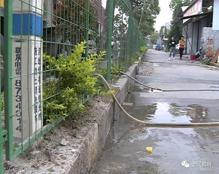 在国道旁违规私设加水点,这些人被拘留!