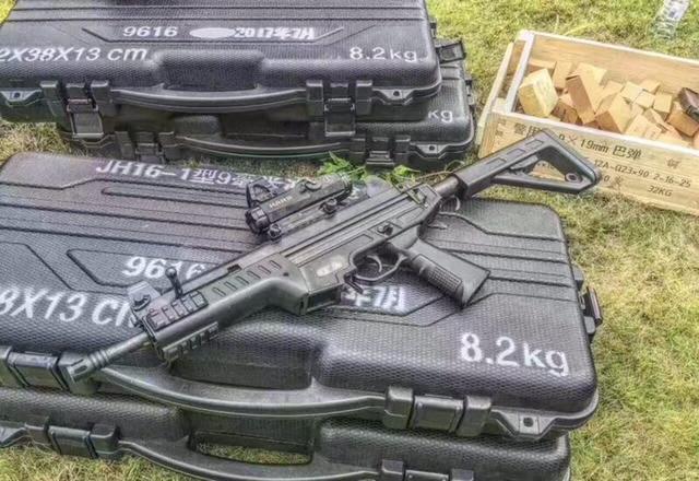 新型警用冲锋枪首次曝光! 外形洋气十足: 可配50发弹夹