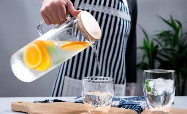 错误的喝水方法有哪些,这些错误饮水方法危害好大!