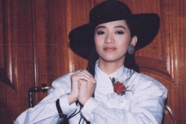 梅艳芳去世16年,95岁母亲拄拐泪奔公开她隐私,刘德华无言