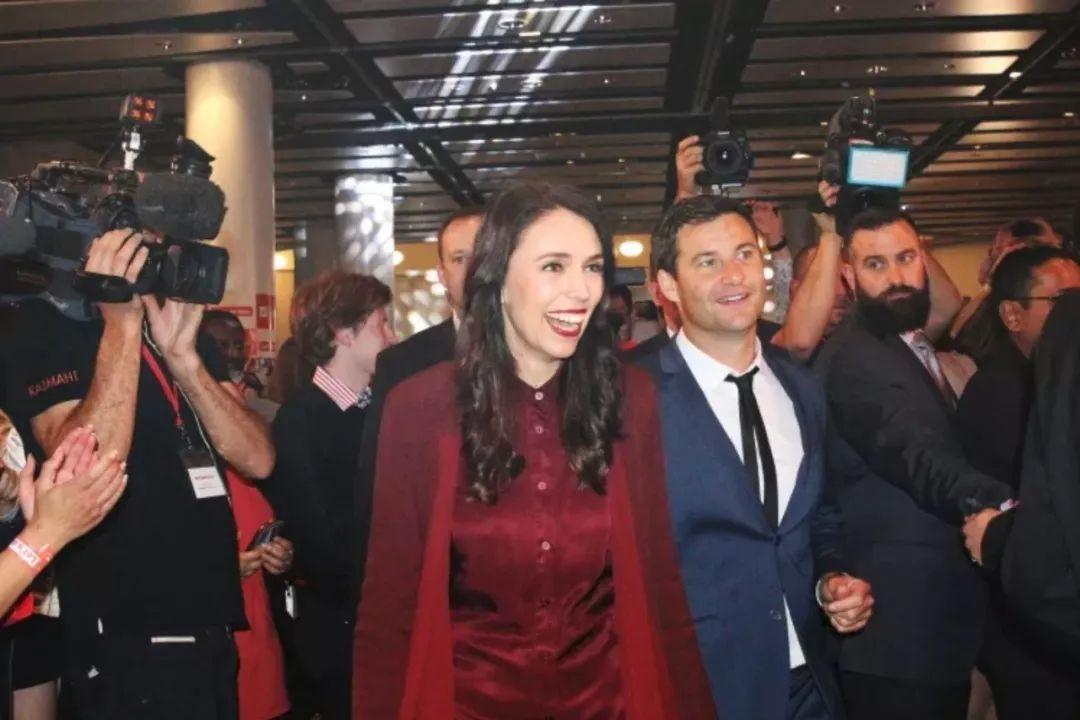 媒体预测她只会做一届新西兰总理?背后的原因却是想送她去...