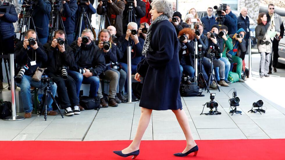 受冷落?特雷莎·梅抵柏林參加脫歐談判,默克爾卻沒有出來迎接_英國