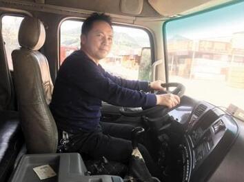 貨車司機4年寫下歌詞220首 原創歌曲《麻花姑娘》走紅_良國