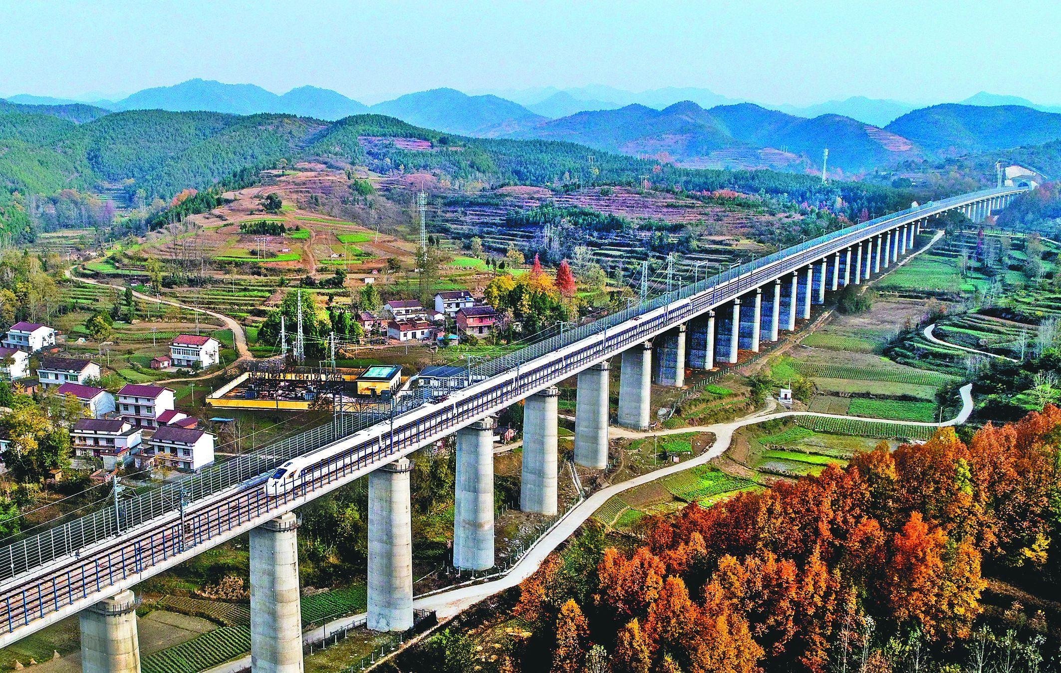 我國首條穿秦嶺高鐵,全程帶剎車輔軌,車站大都建在橋上或隧道內