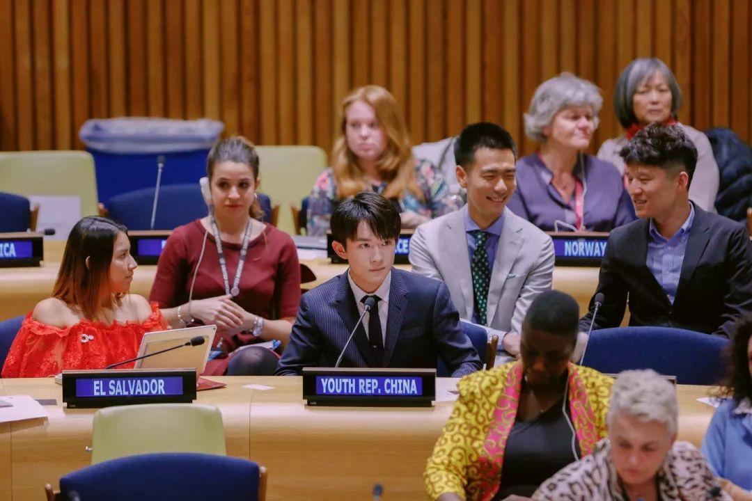 <b>易烊千玺把卡点的功夫带到联合国,没超时也没提前,女主持都笑了</b>