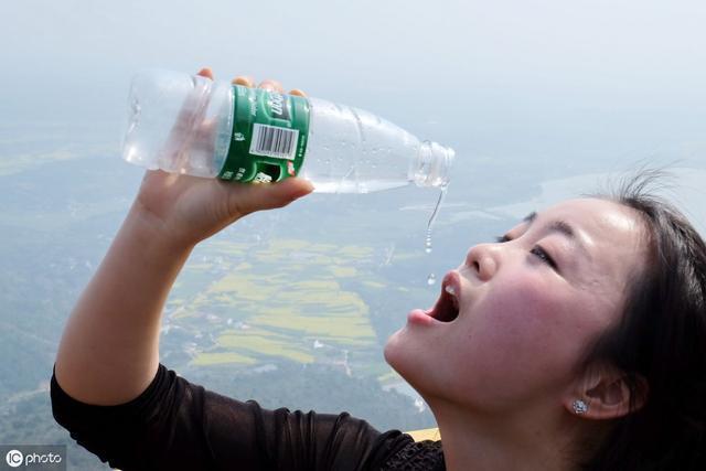 什么时间饮水,才能发挥更大功效?专家提醒:3个时间点要牢记!