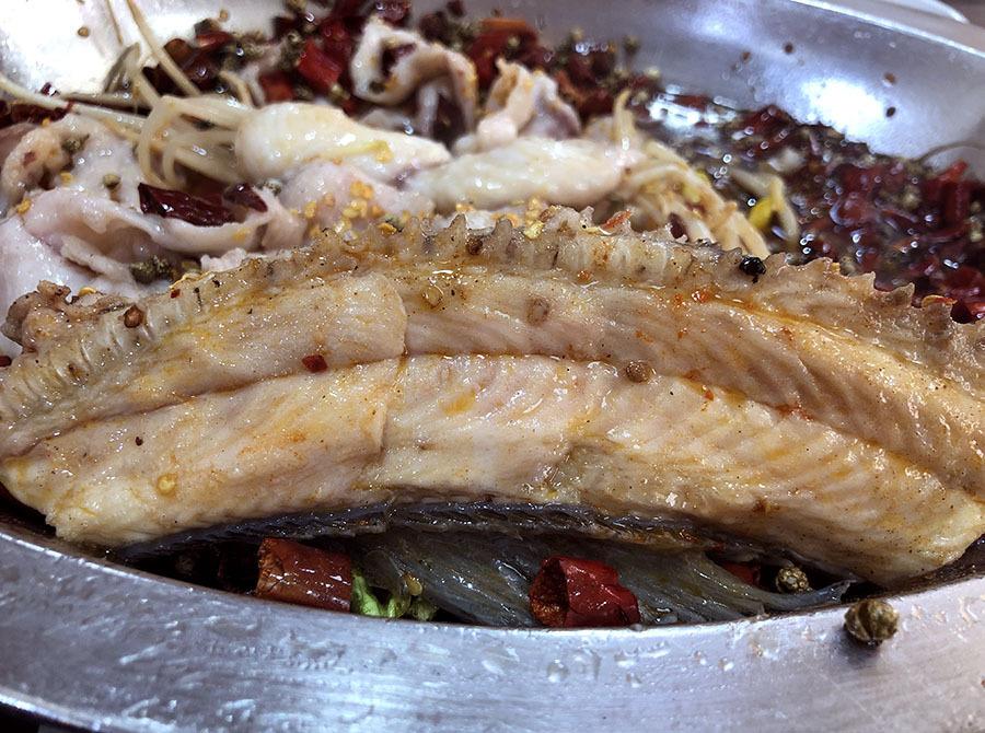 水煮黑鱼片刺儿也这么多吗?而且中份的完全不够吃啊!(图11)