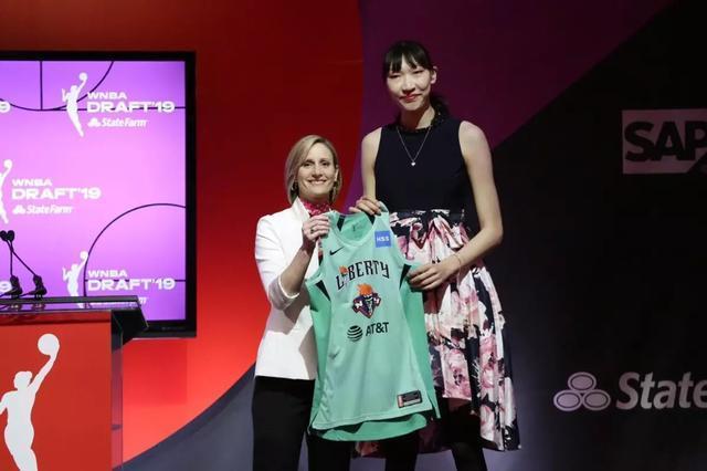 """蔡崇信专访: """"我会尽各种办法帮助中国球员加盟NBA和WNBA"""""""